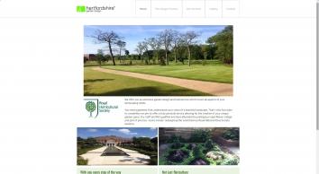 Magnificent gardens by Hertfordshire Garden Design in Watford